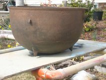 ANTIQUE CAST IRON WASH POT in Camp Lejeune, North Carolina