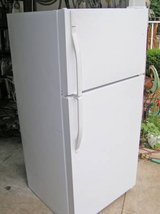 Refrigerator Very Clean-Excellent condition-18CF-With Icemaker in Warner Robins, Georgia