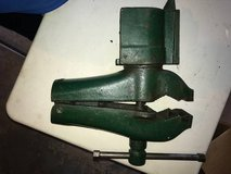 COLE TOOL MFG No 11 Swivel Bench Vise in Yorkville, Illinois