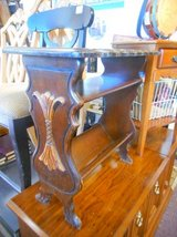 Pretty Antique End Table in Elgin, Illinois