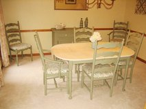 Kitchen / Dining Room / Breakfast Nook TABLE & 6 CHAIRS + 2 Leaves in Aurora, Illinois