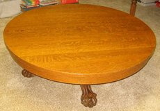Vintage (maybe Antique) 5 Claw Foot Pedestal Round Oak Coffee Table in Aurora, Illinois