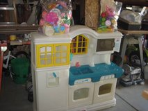 ~LITTLE TIKES COUNTRY PLAY KITCHEN WITH TONS OF PLAY FOOD/DISHES!~ in Oswego, Illinois