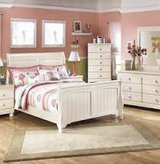 WHITE BEDROOM SET in Schofield Barracks, Hawaii