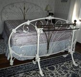 Like New! California King Whi Iron/Brass Bed ~ Mattress & Quilt Rack in Orland Park, Illinois