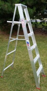 Lightweight 6' Aluminum Step Ladder with Paint, Pail, Tool Shelf in Algonquin, Illinois