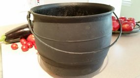 Antique 1800's Cast Iron Cauldron Kettle Hearth Fireplace Pot in Algonquin, Illinois