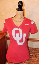 NIKE Oklahoma Sooners Red Fitted Short Sleeve V-Neck Top, Woman's X-Small in Wheaton, Illinois