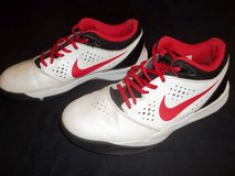 NIKE Size 7.5 Men's Basketball Shoes Sneakers in Silverdale, Washington