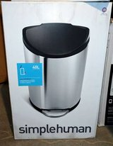 simplehuman Semi-Round Step Trash Can, Stainless Steel, 40L  NEW in Naperville, Illinois