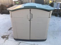 rubbermaid tan green plastic 75l x 45h x 55w garden storage shed  01334 in Fort Carson, Colorado
