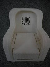 Barbie Wicker White Patio & Lounge Chair Bottom Pulles out Vintage toy in Lake Elsinore, California