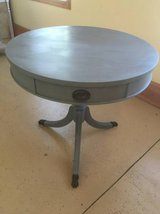 Pedestal end table in Chicago, Illinois