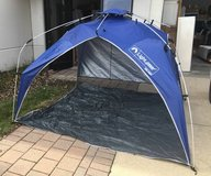 Quick Canopy Instant Pop Up Shade Tent - Minor Damage in Bolingbrook, Illinois