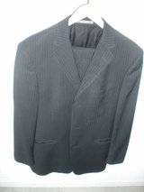 38r kenneth cole reaction black striped 100% wool mens suit 38, pants 31w in Naperville, Illinois