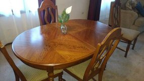 Dining Room set with hutch in Lockport, Illinois