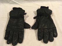 military surplus unisex intermediate cold wet weather black poly filled gloves  01998 in Fort Carson, Colorado
