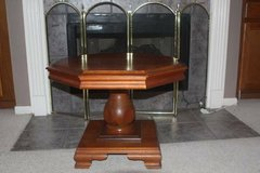 Vintage Thomas Furniture Stores Maple Side / Lamp Table in Kingwood, Texas
