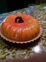 New pumpkin pie baking dish w/lid GREAT GIFT.  JUST REDUCED! in Warner Robins, Georgia