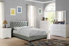New Queen Silver Tufted Platform Bed FREE DELIVERY in Camp Pendleton, California
