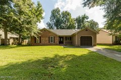 Beautiful 3 BD / 2 BA in Raintree! Skylights, Covered Patio, Fenced! in Camp Lejeune, North Carolina