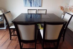 Dining Room Table and Chairs in St. Charles, Illinois