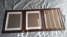 3 photo frames matching in Hinesville, Georgia