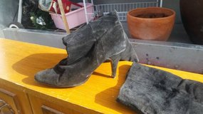 Women's size 7 1/2 Boots in Travis AFB, California