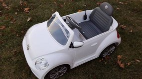WHITE Rollplay VW Beetle 6-Volt Battery-Powered Ride-On in Plainfield, Illinois