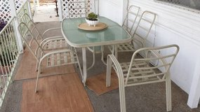 Patio table & chairs in Yucca Valley, California