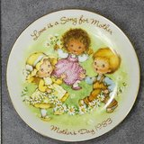 avon mother's day plate 1983 - great gift for mom! in Kingwood, Texas