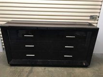 Big Brown Chest of Six Drawers in Quantico, Virginia