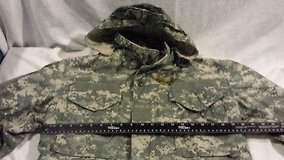 m-65 military acu digital hooded small xxshort field jacket cold weather hunting  02433 in Fort Carson, Colorado