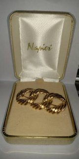 Napier Brooch Gold Love Knot Pin Signed NAPIER 1960s Jewelry in St. Charles, Illinois