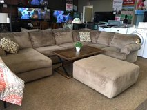 JESSA PLACE SECTIONAL W/OTTOMAN in Pearl Harbor, Hawaii
