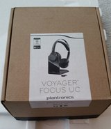 plantronics voyager focus uc b825 stereo bluetooth headset - retail packaging in Lockport, Illinois