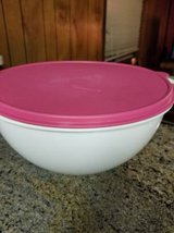 Tupperware 32 cup bowl in Camp Pendleton, California