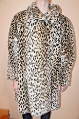 Vintage Faux Fur Animal Print Coat, Loose Swing Fit, Lined, Soft & Cozy! Large in Glendale Heights, Illinois