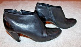 Cole Haan Women's Black Leather Booties, NIKE Air Insoles, Side Zip, 9.5 B in Glendale Heights, Illinois