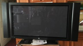 HP Plasma TV with removable side speakers in Vacaville, California