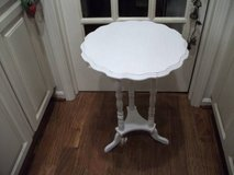 ANTIQUE ACCENT TABLE OR PLANT STAND in Chicago, Illinois