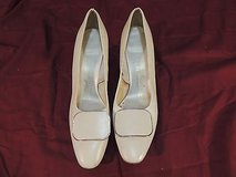womens naturalizer cream heels size 8.5 wc 12225 in Fort Carson, Colorado
