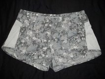 Old Navy Active Gray & White Running shorts Women's size L in Silverdale, Washington