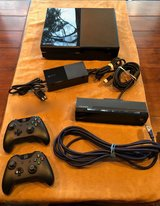 xbox one bundle lot: console, power supply, hdmi cable, kinect, controllers in Kingwood, Texas