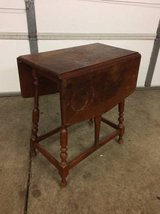 Vintage willet drop leaf end table in Joliet, Illinois