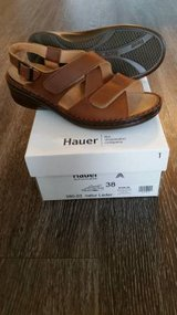 NEW HAUER ADJUSTABLE 3 STRAP SANDAL EURO SIZE 38, US SIZE 7-8 in Saint Petersburg, Florida