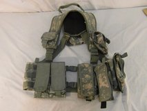tactical tailor load bearing vest w/ magazine pouches / hydration pouch 31451 in Fort Carson, Colorado