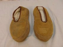 adult mens acorn oh ewe tan comfortable moccasins very furry inside 31670 in Fort Carson, Colorado