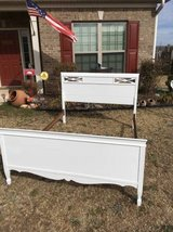 Vintage Shabby Chic White Full Size Bed w/ Rails in Fort Benning, Georgia
