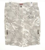 No Boundaries CONVERTIBLE Camouflage Bermuda Shorts Womens 9 Juniors CAMO in Chicago, Illinois